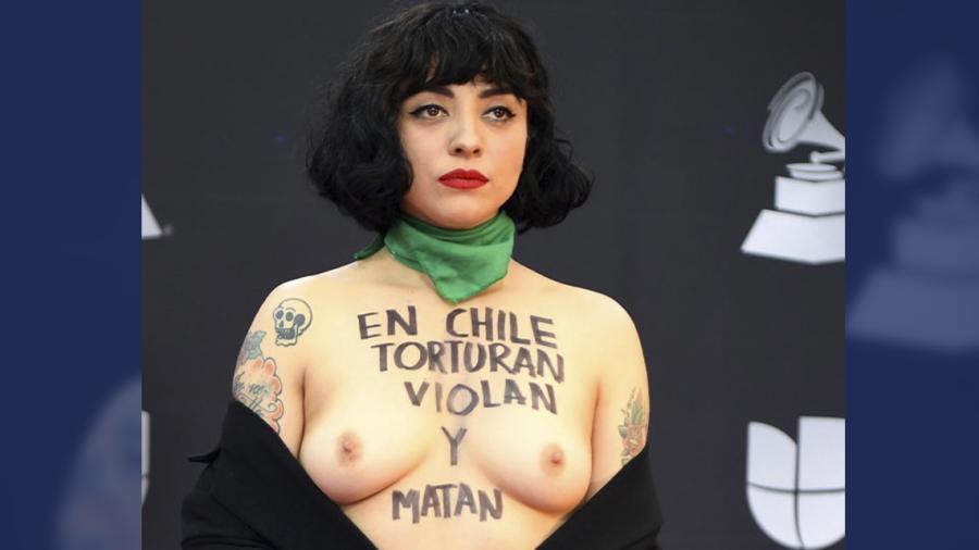 Mon Laferte protesta por la situación en Chile durante los Latin Grammy 2019