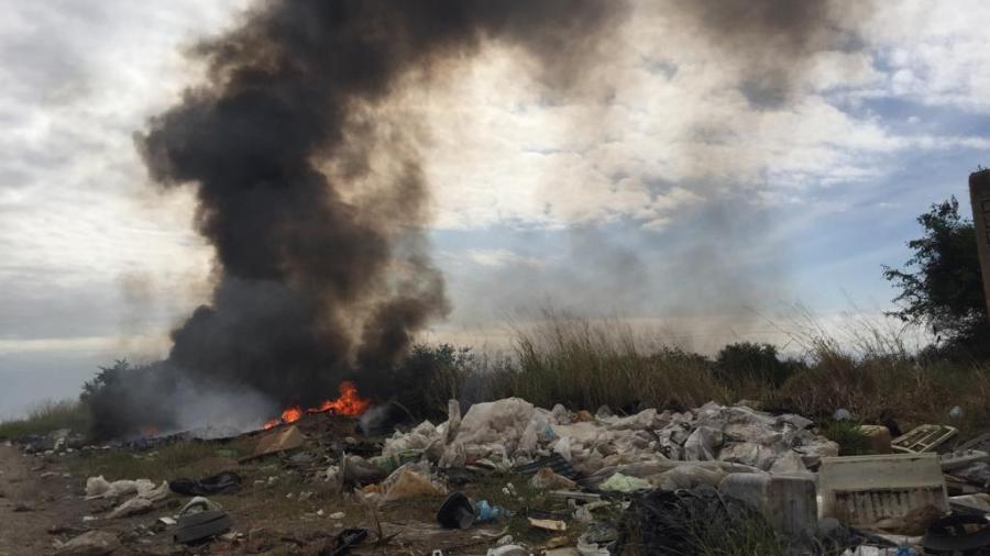 Levantan toneladas de llantas en basureros clandestinos