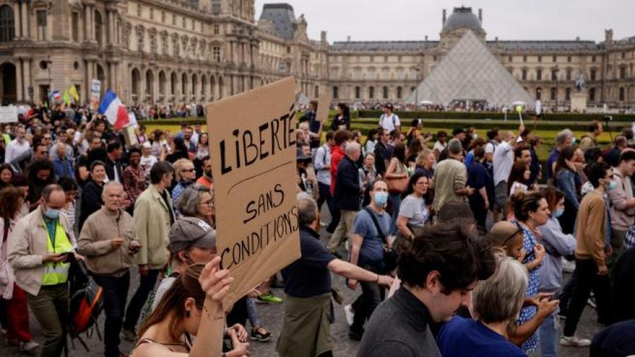 200 mil personas se manifiestan en Francia contra el pasaporte sanitario