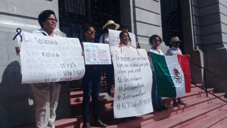 Mujeres marchan exigiendo justicia por Benazir y Aleida