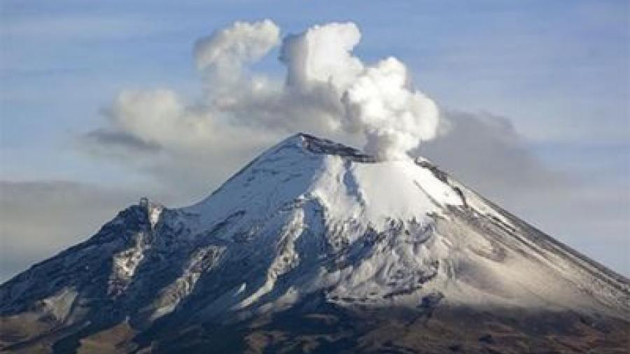 Popocatépetl inicia el año con 30 exhalaciones de baja intensidad