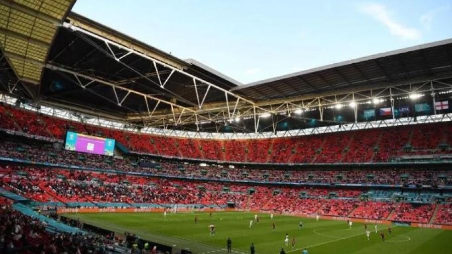 Celebra UEFA  acuerdo con gobierno británico para aumentar público en Wembley