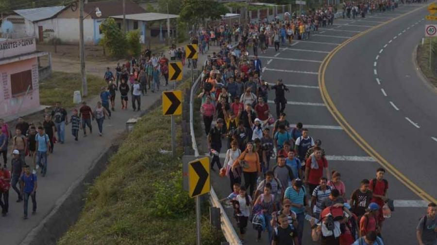 Migrantes se instalan en el Puente Internacional Acuña- Del Río