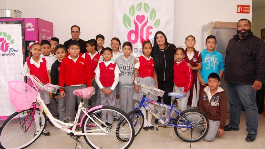 DIF Río Bravo entrega bicicletas del Programa Ayúdame a Llegar