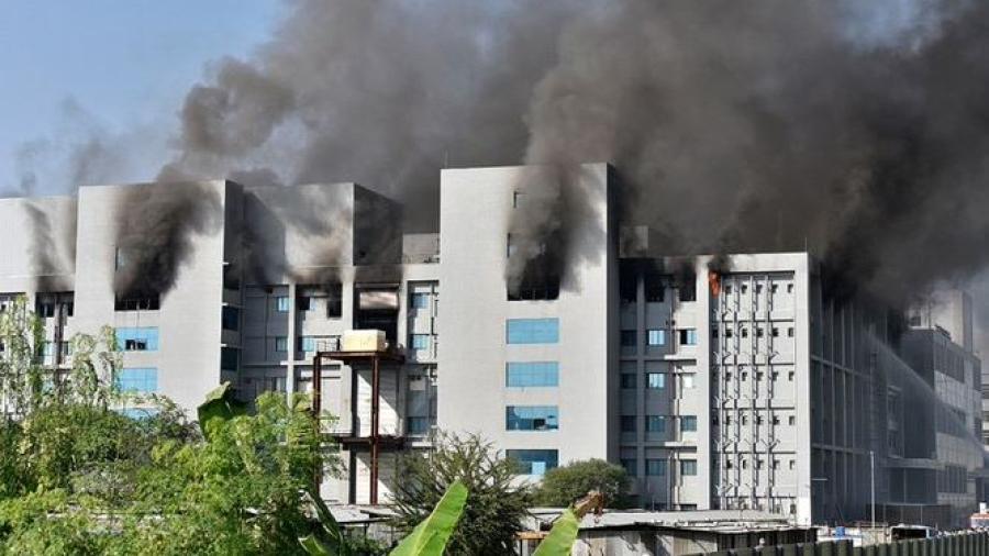 Se registra un incendio en la sede del mayor fabricante de vacunas del mundo ubicado en la India