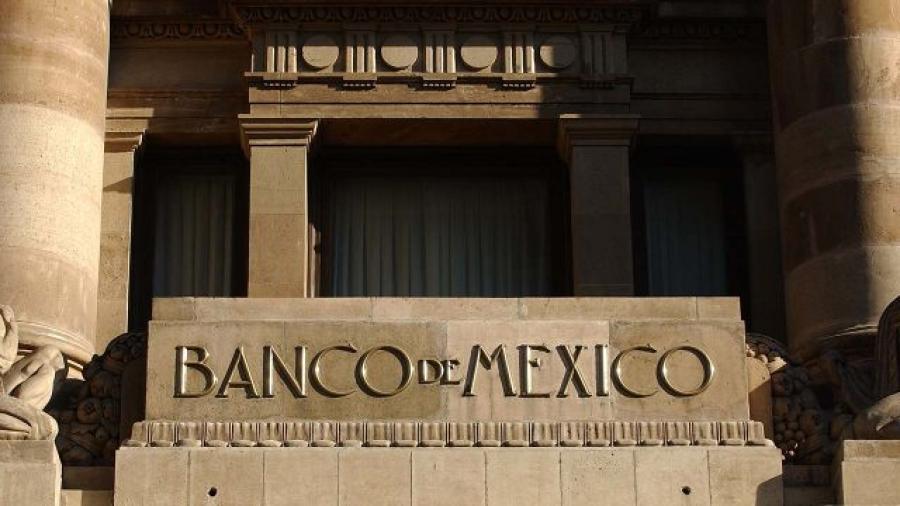 Remesas caen 28.5% en abril tras récord de marzo: Banxico