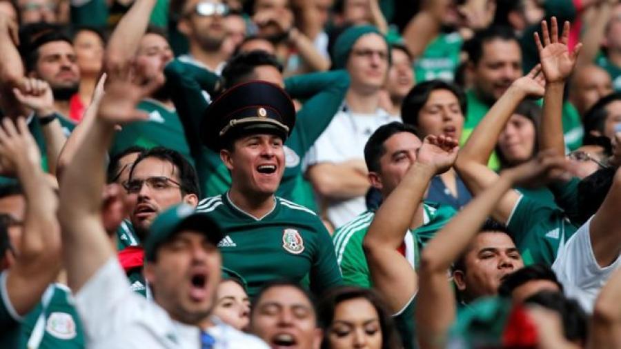 Mexicanos se disculpan ante consulado alemán por quemar su bandera
