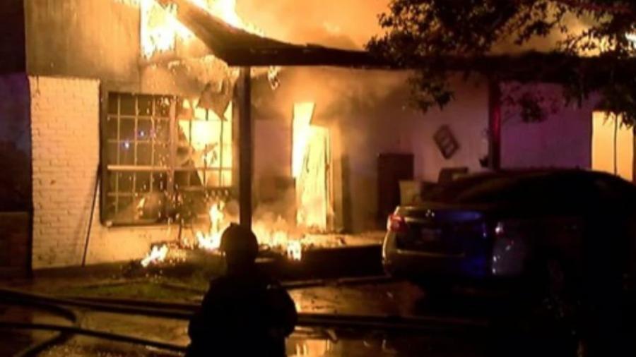 Fallecen tres niños en un incendio de un apartamento en Texas