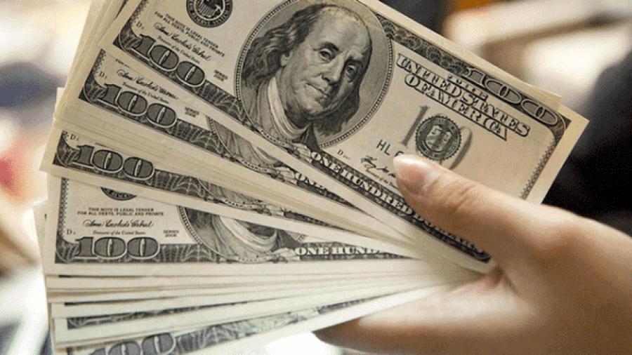 Dólar cotiza a la venta en 19.77 pesos en el AICM