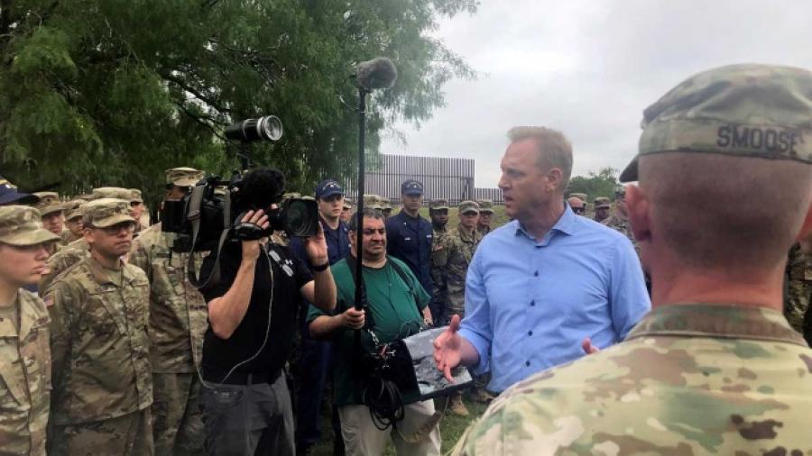 Secretario de Defensa de EU supervisa frontera con México