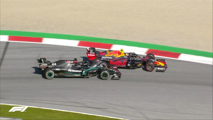 Hamilton gana con polémica en Silverstone