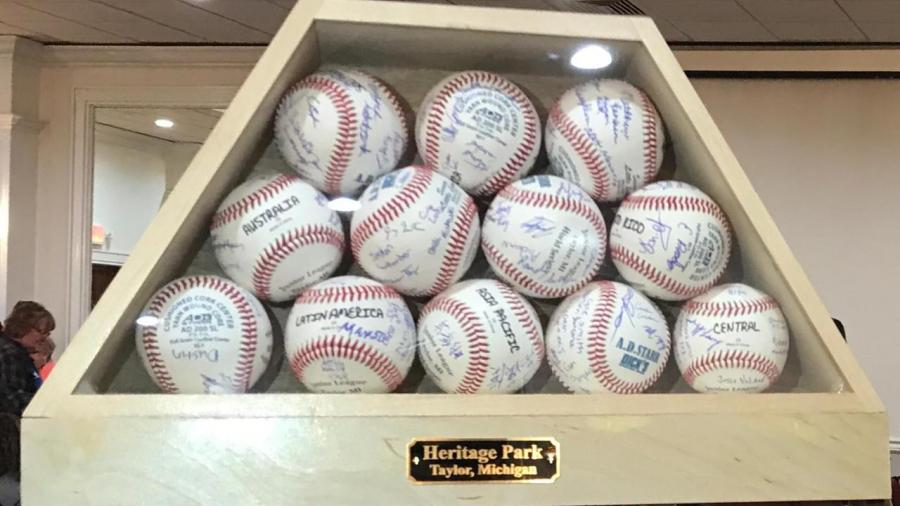 Subastan pelotas autografiadas por equipos de la Junior Leagues World Series 2019