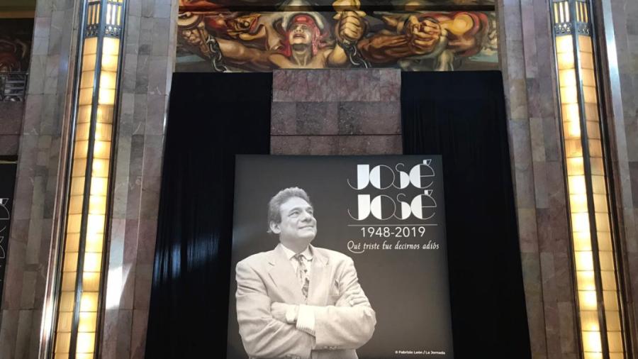 Rinden homenaje a José José en Ciudad de México