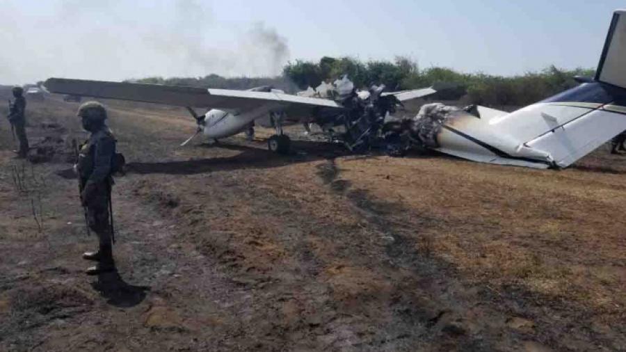Cae avioneta en Guatemala; pasajeros huyen del lugar