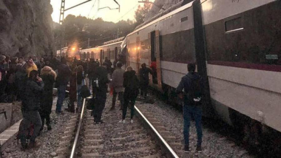 Choque de trenes en Barcelona deja al menos un muerto y varios heridos