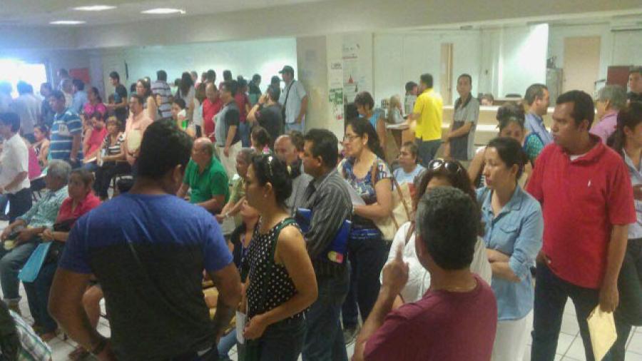 Abarrotada Oficina Fiscal de Madero