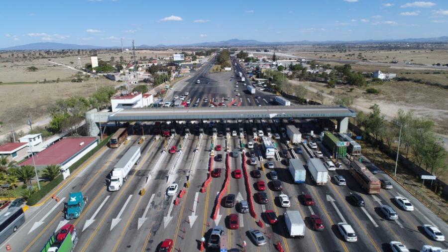 Autopistas en México muestran gran movimiento vehicular