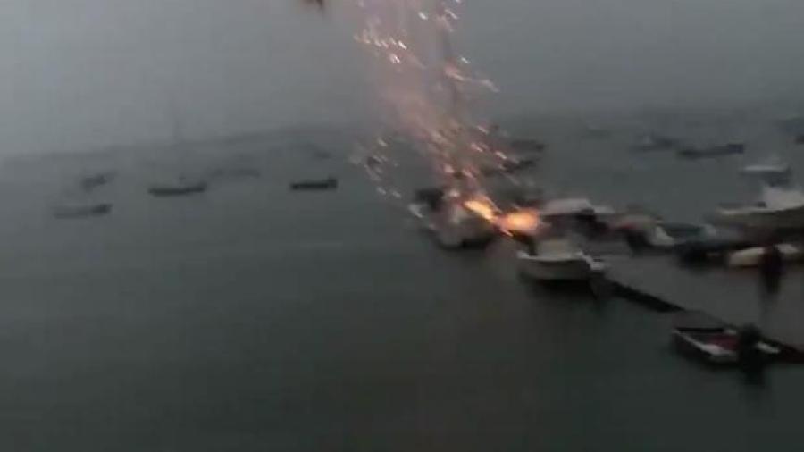 ¡Qué miedo! Rayo golpea velero en Boston