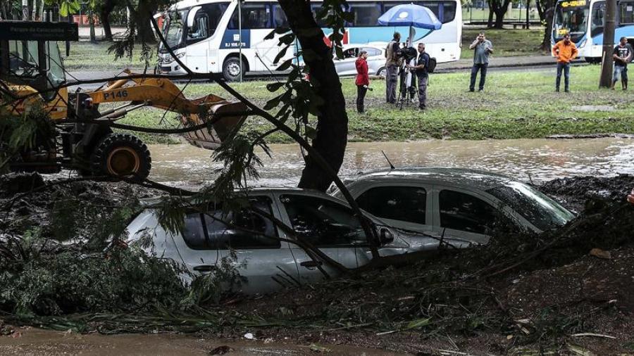 Deja ocho muertos tromba en Río de Janeiro