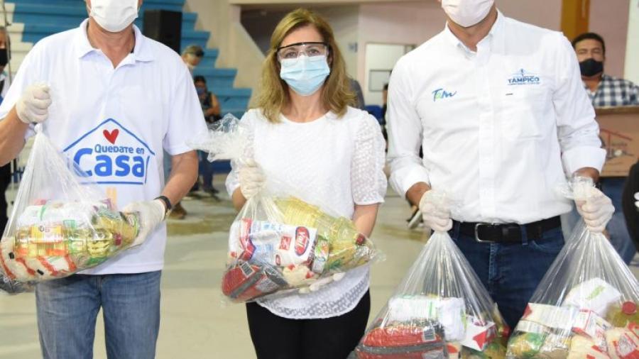 Entrega Chucho Nader más apoyo alimentario a grupos vulnerables