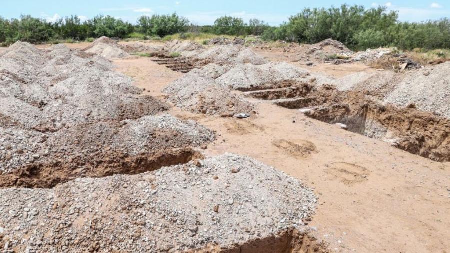 Inician construcción de más fosas Covid en Nuevo Laredo
