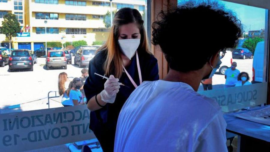 """OMS estima que la pandemia """"podría estar controlada"""" en marzo de 2022"""