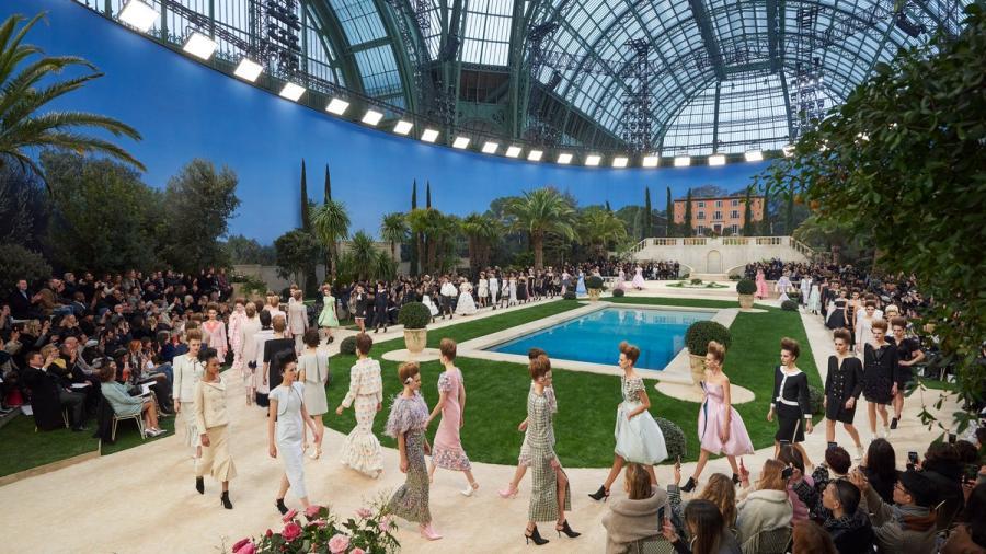 La fiesta de piscina retro de Chanel en París