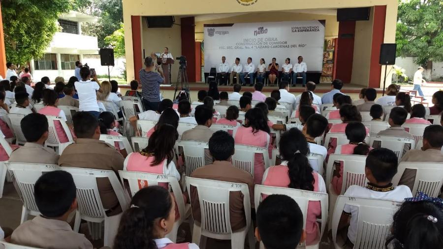 Reafirma Adrián Oseguera apoyo al sector educativo