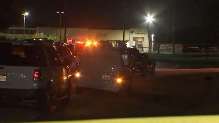 Policía de Houston investiga tiroteo que dejó una persona muerta