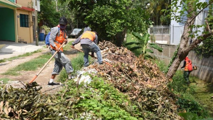 Supervisa Chucho Nader mantenimiento de canales pluviales