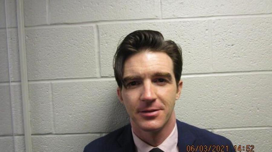 Arrestan a Drake Bell por supuesto delito contra menores