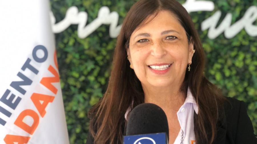A falta de mítines, recorre Doris Cantú distrito 02 en 'peseras'
