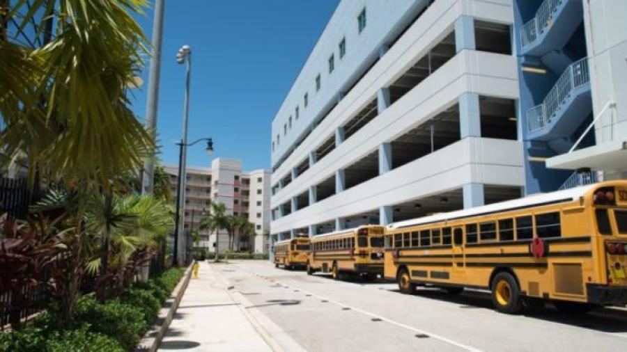 Reportan más de 80 casos de COVID tras el regreso a clases en Miami