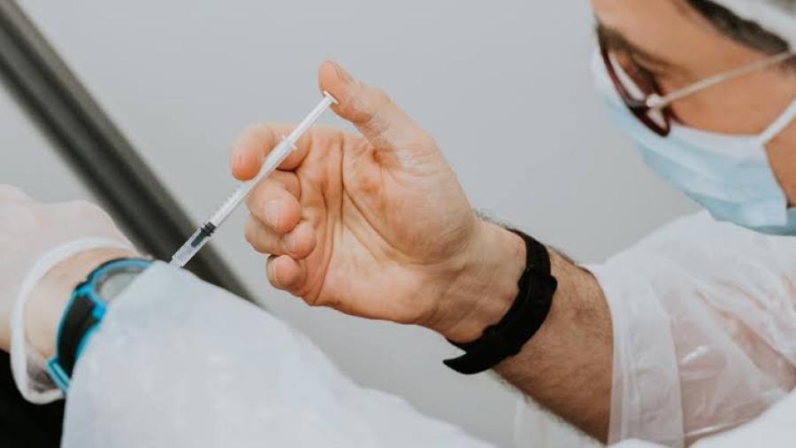 CDMX vacunará contra covid a adultos mayores presos y en situación de calle