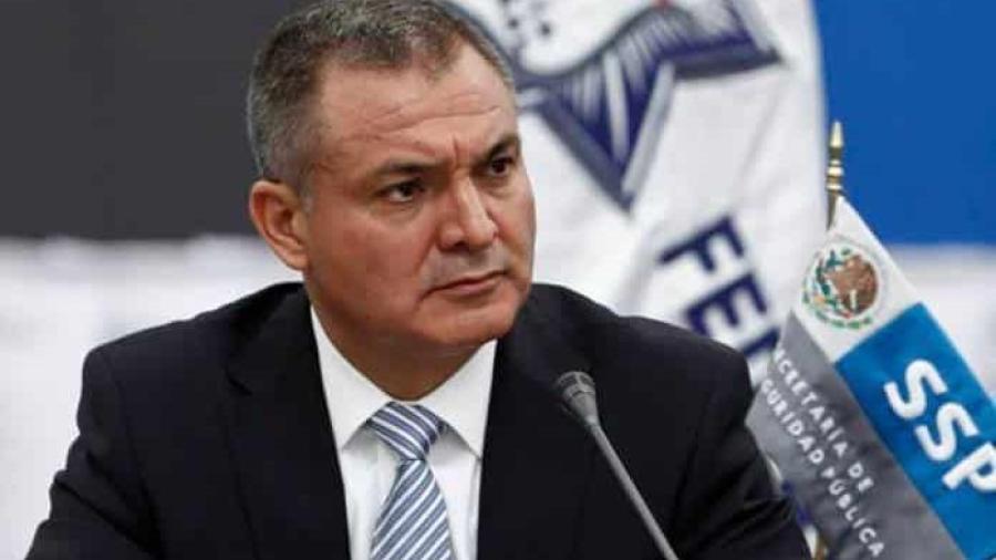 Juez admite amparo de García Luna contra orden de aprehensión