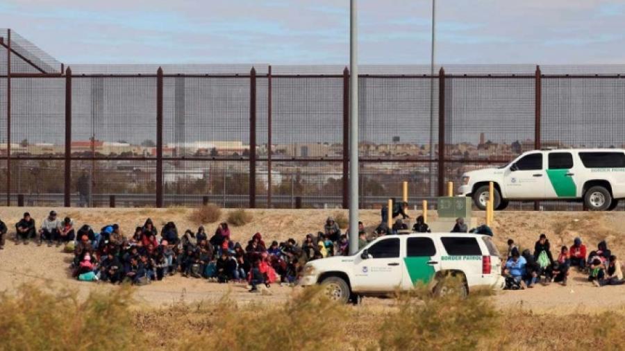 400 migrantes cruzan a EU, piden asilo