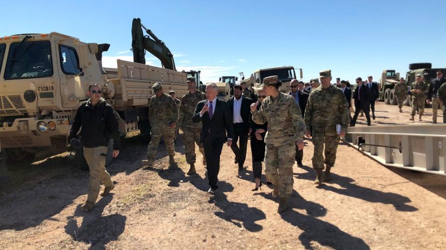 James Mattis visita a las tropas desplegadas en Texas