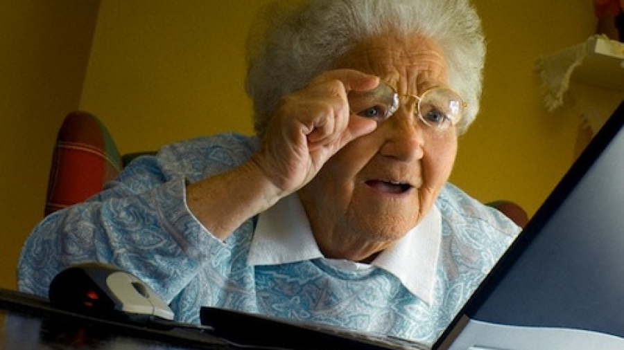 Adultos mayores a 65 años son los que más comparten noticias falsas