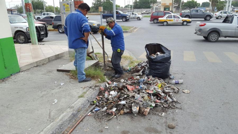 Retiran de alcantarillados 5 toneladas de basura