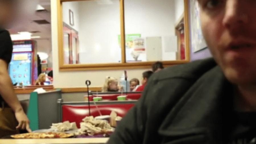 Shane Dawson y la teoría conspirativa de Chuck E. Cheese Pizza