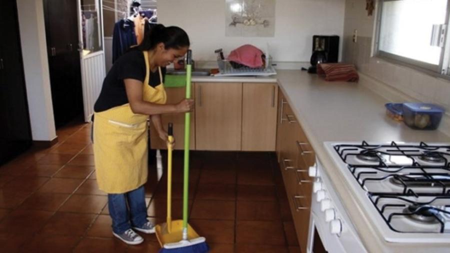 Trabajadoras del hogar no podrán tener sueldo menor a dos salarios mínimos