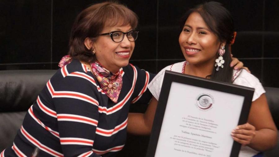 Yalitza Aparicio recibe reconocimiento en el Senado