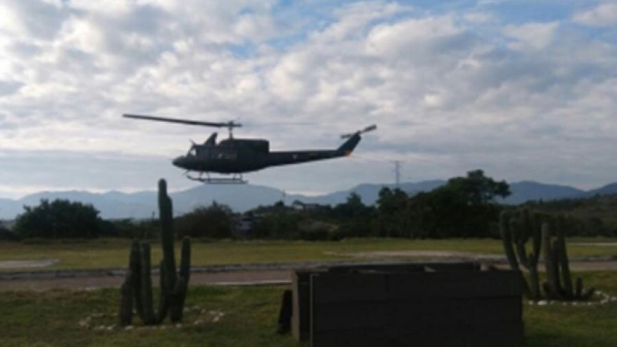 Busca Marina a tripulantes de helicóptero accidentado