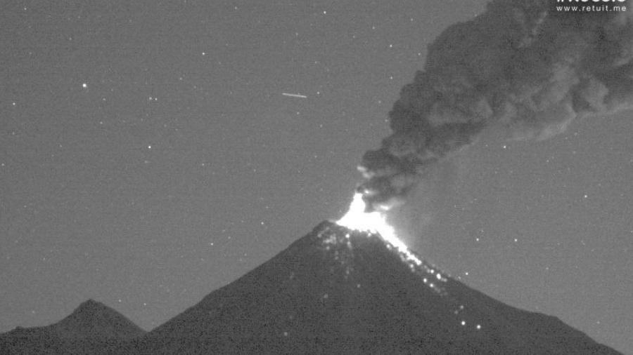 Se registra exhalación de más de mil 800 metros de altura en volcán de Colima