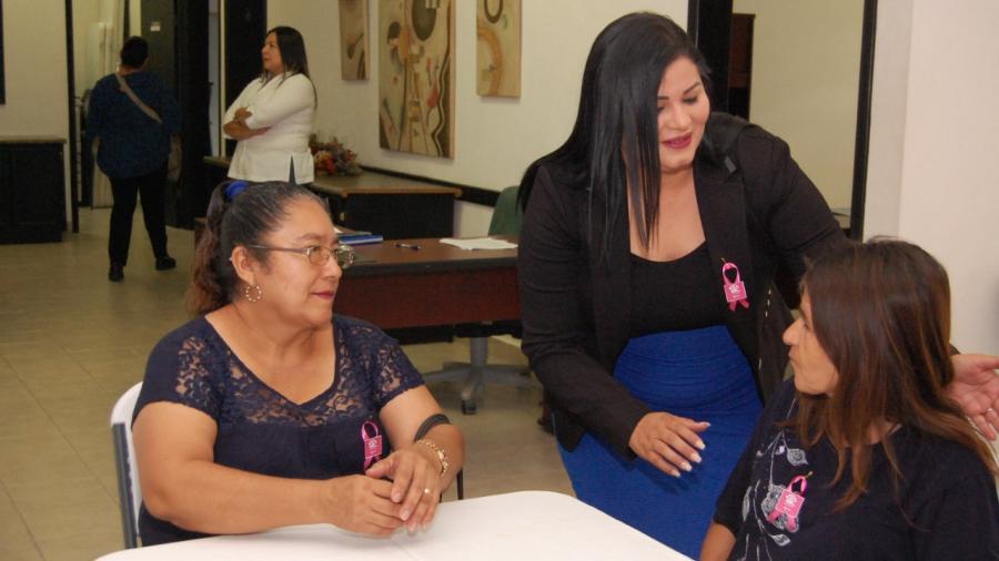 Presidenta del DIF convive y esucha propuestas de adultos mayores