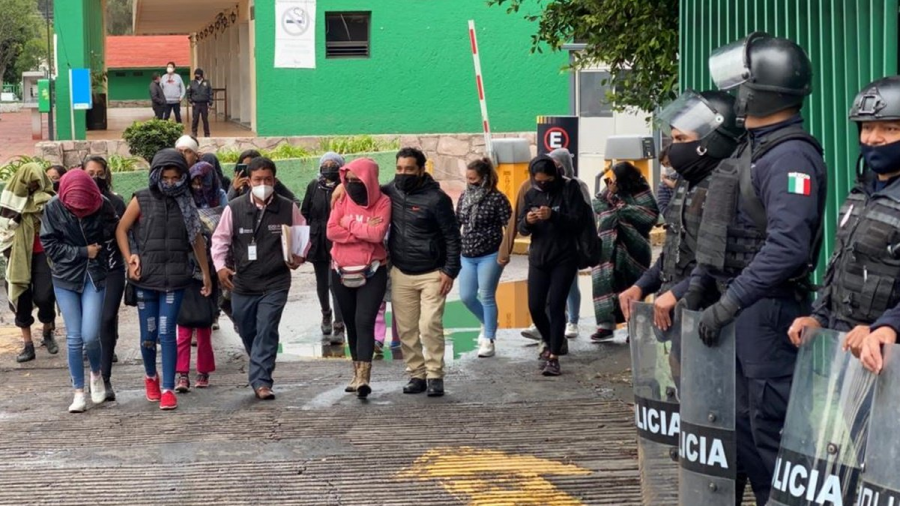 Liberan a feministas detenidas tras desalojo en la Codhem en Ecatepec