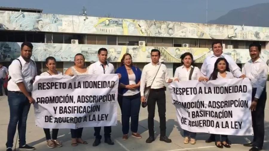 Protestan maestros, piden respeto a espacios ganados