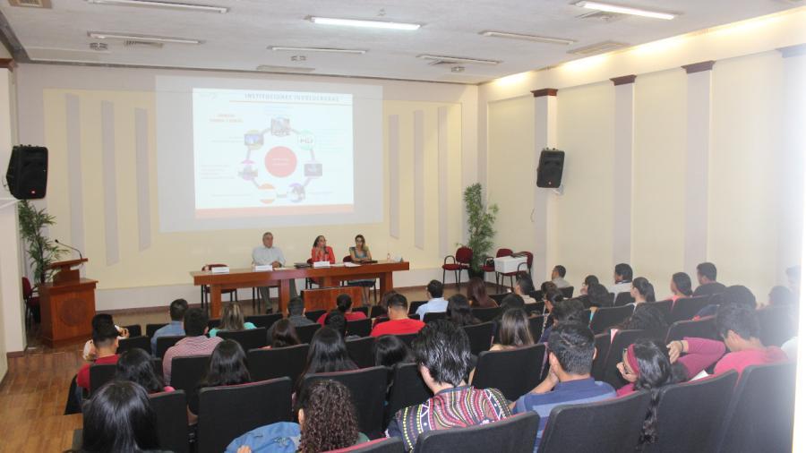 """Servidores públicos asisten a conferencia """"Los Retos de la Consolidación del Sistema Penal Acusatorio"""""""