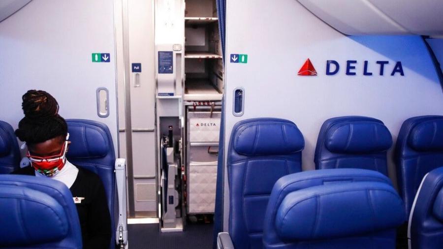 Cobrará Delta Air 200 dólares a sus empleados que no se vacunen contra el COVID-19