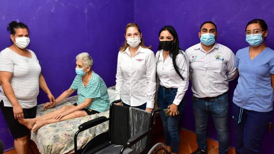 DIF Reynosa benefició con silla de ruedas a residente de la Colonia Solidaridad